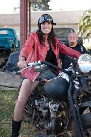 30 years old married couple: Woman sitting on motorcycle LANG_EVOIMAGES