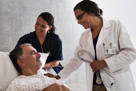 recuperating: Doctor and nurse with patient