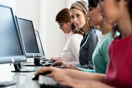 Businesswomen working at computers LANG_EVOIMAGES