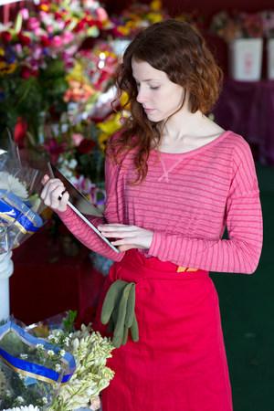 Florist using tablet computer in shop LANG_EVOIMAGES