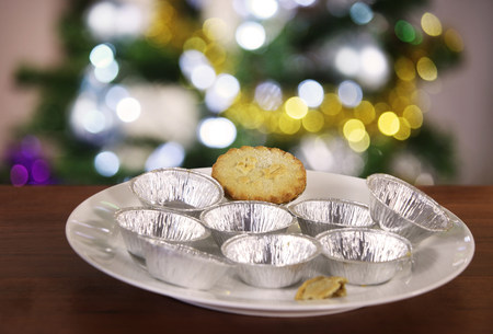 personal ornaments: Last mince pie on plate