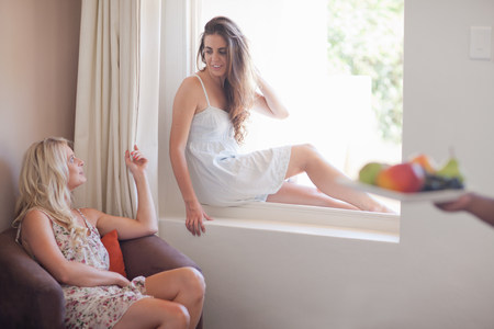 chillout: Young women in hotel room