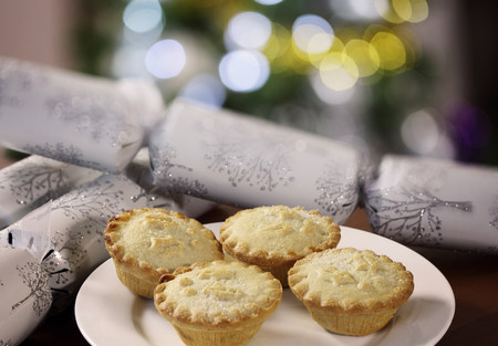 four objects: Mince pies on white plate LANG_EVOIMAGES