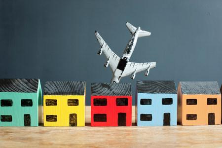 plaything: Plane crashing into model house LANG_EVOIMAGES