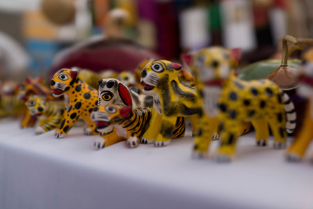 trashy: Animal figurines for sale