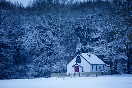 Isolated chapel in snow,St Georges Church,West End Village,nr. Esher,Surrey,UK LANG_EVOIMAGES