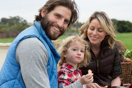 life partners: Family shopping at farmers market