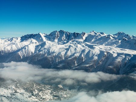 Mountains in snow with cloud LANG_EVOIMAGES