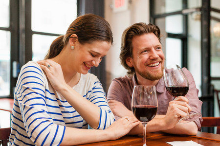chillout: Couple at wine bar