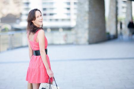 vestidos de epoca: Young woman looking over shoulder at camera