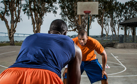 confrontational: Young basketball players playing on court,close up LANG_EVOIMAGES