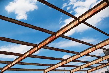 Open rusting roof framework LANG_EVOIMAGES