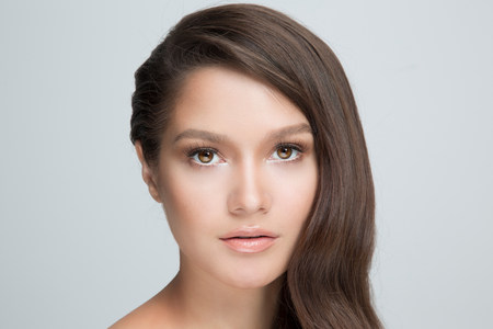 sultry: Portrait of woman with brown hair LANG_EVOIMAGES