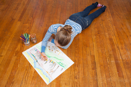 untruth: Girl lying on floor drawing picture LANG_EVOIMAGES