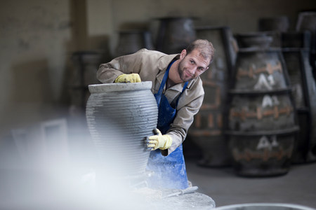 hierarchy: Sculpting and shaping pottery LANG_EVOIMAGES