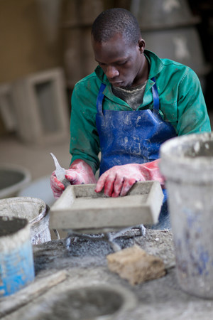 gloved: Sculpting and shaping pottery LANG_EVOIMAGES