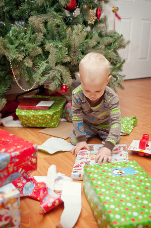Young boy looking at Christmas presents LANG_EVOIMAGES