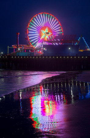 trashy: Amusement park at night,Santa Monica,California,USA LANG_EVOIMAGES