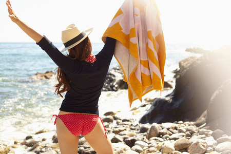 Young woman holding up towel,Palos Verdes,California,USA LANG_EVOIMAGES