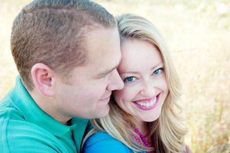 Portrait of mid adult couple,woman smiling LANG_EVOIMAGES