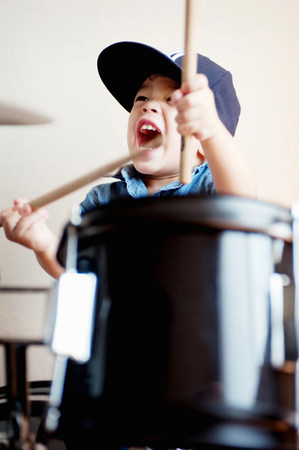loudness: Male toddler playing on drum LANG_EVOIMAGES