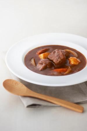 carnes y verduras: Still life of meat and vegetable stew