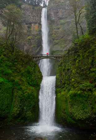Footbridge and double cascade at Multnomah Falls,Columbia River Gorge,USA LANG_EVOIMAGES
