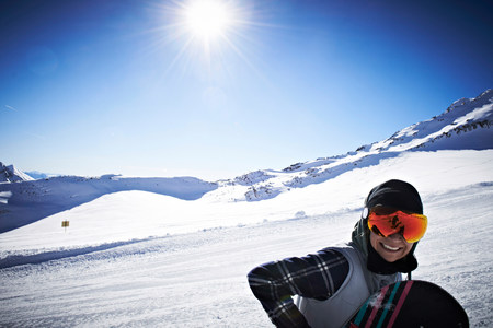 Woman wearing skiwear at top of mountain LANG_EVOIMAGES