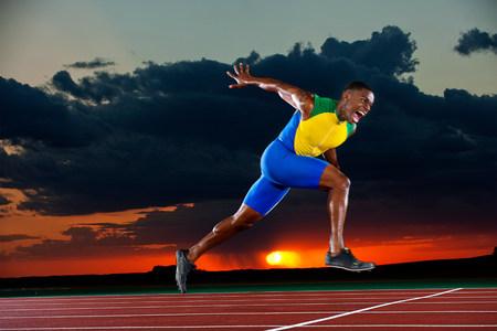 spandex: Runner reaching finish line LANG_EVOIMAGES