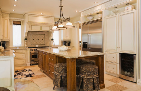refrigerator: Traditionally styled kitchen with tiled floor LANG_EVOIMAGES