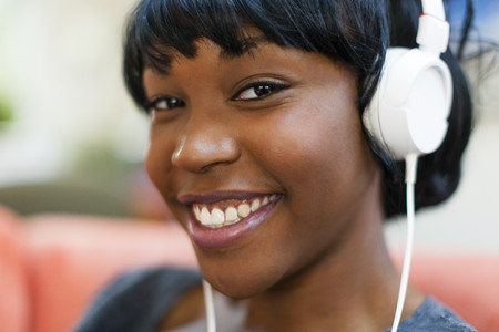 Close up portrait of young woman wearing headphones LANG_EVOIMAGES