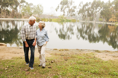 detoxing: Husband and wife chatting happily by the lake