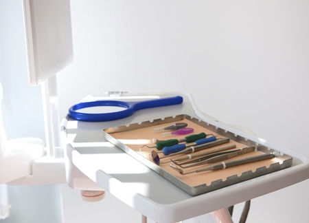 scaler: Dental clinic with surgical tray and equipment LANG_EVOIMAGES