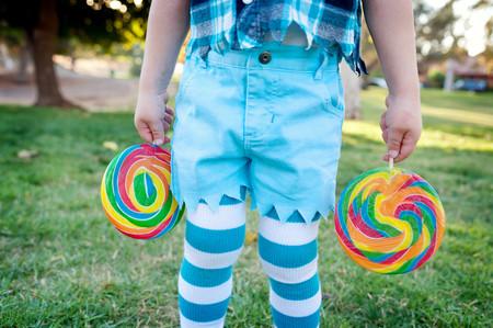 panty hose: Mid section of boy holding lollipops