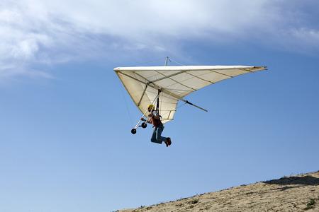 Man flying hang glider LANG_EVOIMAGES