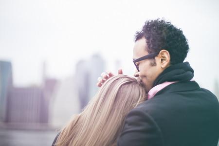 smooching: Affectionate young couple and Manhattan skyline, New York, USA
