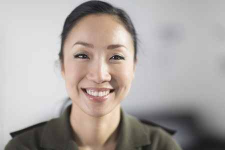 Portrait of mid adult woman smiling LANG_EVOIMAGES