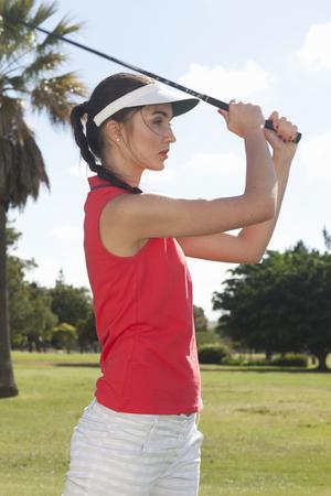 teen golf: Jóvenes mujeres jugando al golf