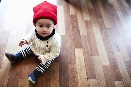 floorboards: Baby boy sitting on floor LANG_EVOIMAGES