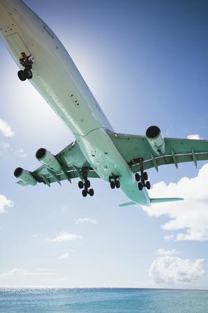 st: Plane landing, Mullet Bay, St Maarten Island, Netherlands LANG_EVOIMAGES