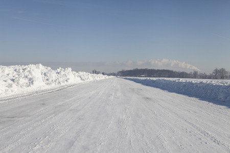 winter road: View of empty snow covered highway in sunlight LANG_EVOIMAGES