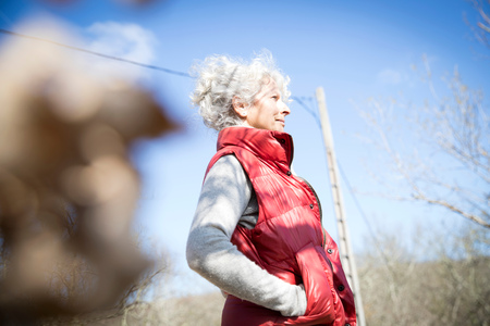 Portrait of gray haired woman looking away, Bruniquel, France LANG_EVOIMAGES