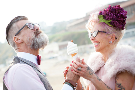 1950s vintage style couple with ice cream cone at beach LANG_EVOIMAGES