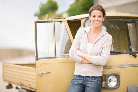 leaning on the truck: Woman leaning on a piaggio ape LANG_EVOIMAGES