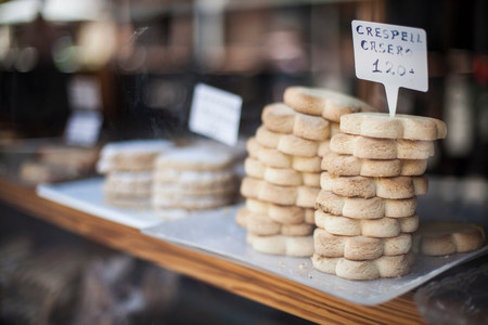 shopping binge: Cookies for sale in bakery LANG_EVOIMAGES