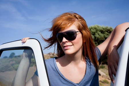 getting out: Woman leaning on car LANG_EVOIMAGES