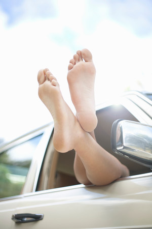 Womens legs,sticking out of car window LANG_EVOIMAGES
