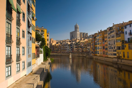 Urban buildings reflected in canal LANG_EVOIMAGES
