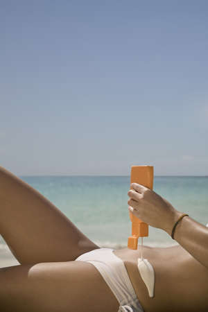 aruba: Woman using Sunscreen