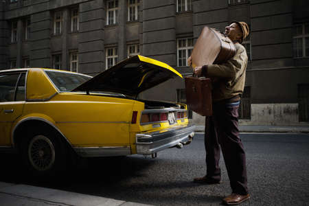 struggled: Taxi Driver struggling with luggage